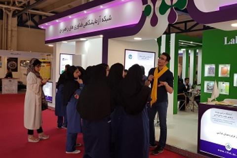 بازدید گروهی دانش آموزان از پاویون شبکه آزمایشگاهی